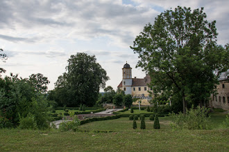 Photo: Przypadkowo zjeżdżam z głównej drogi. Mam spory podjazd, ale dzięki temu trafiam na Zamek Guttenburg.