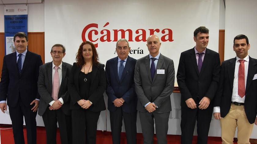 Participantes en uno de los foros sobre el Corredor Mediterráneo, celebrado en la sede de la Cámara de Comercio de Almería.