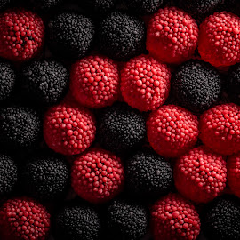 Black and red by Ewald Gruescu - Food & Drink Candy & Dessert ( gruescu, sigma, ewald, wallpaper, candy, black, romania, tamron, food, nikon, red, foodporn, background, timisoara, sweet, photography )