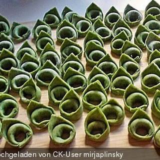 Spinat-Tortellini mit Spinat-Käse-Füllung
