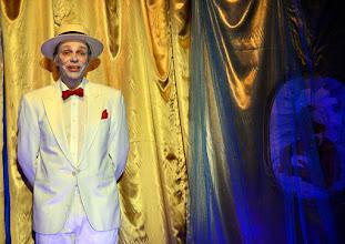 """Photo: Theater an der Wien/ Spielort """"Hölle"""": """"IM SIEBENTEN HIMMEL"""" von Georg Wacks nach Fritz Grünbaum. Premiere 28. 10.2015. Martin Thoma. Copyright: Barbara Zeininger"""