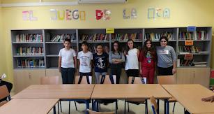 Diego, Daniel, Paqui, Noa, Victoria, Nuria y Nerea, alumnos de 1º ESO B, en la biblioteca del IES Mediterráneo.