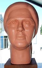 Photo: Busto de Maria José Rocha, uma das obras que pode ser vista nesta exposição.