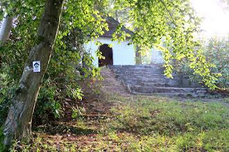Photo: Et au bout du calvaire : la petite chapelle