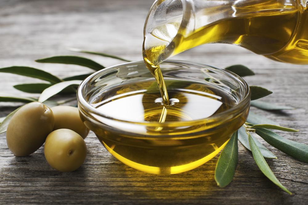 Mantén brillante tu tablero y salpicadero con un poco de aceite de oliva.