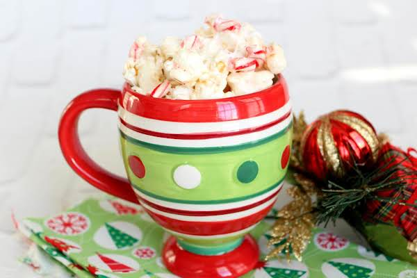 Christmas Popcorn Recipes.Marshmallow Peppermint Popcorn