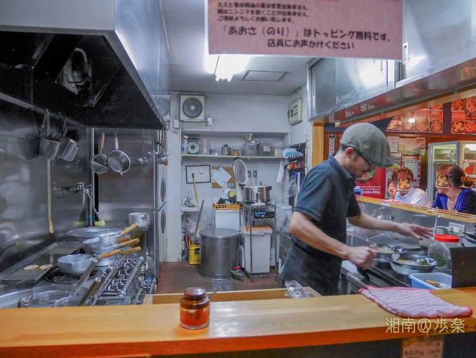 こくまろ鶏らーめん 久久 2017/9/29 オペレーションするS店主の一コマ