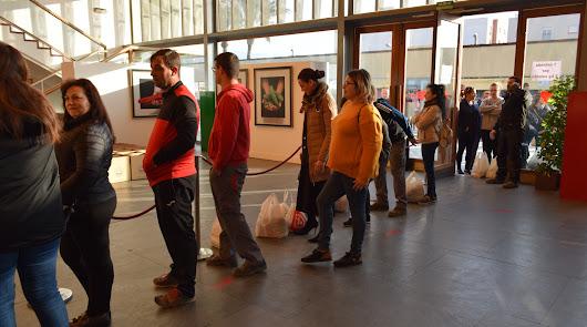 Vícar dona más de 2.000 kilos de productos al Banco de Alimentos