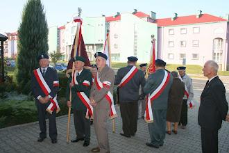 Photo: Poczet sztandarowy Związku Sybiraków ze Świebodzina. Stoją od prawej:Zenon Harasim,Józef Misiewicz,Kazimierz Iwiński.