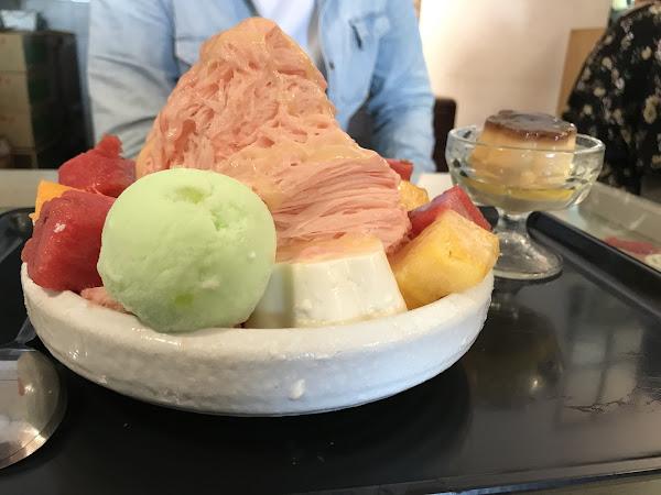 味道上可能是因為季節緣故,西瓜沒有之前夏天時吃的甜。不過依舊還是好吃。份量的話兩人吃一碗剛剛好