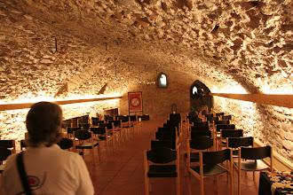 Photo: Nederst under jordoverfladen lå resterne af Rupertsberg. Den oprindelige kirkevæg er original ½ m. Det øvrige er genopbygget af sten fra klostret