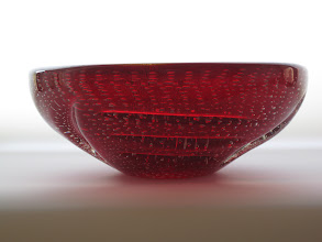 Photo: Murano bullicante bowl with patterned indentation and aventurine.