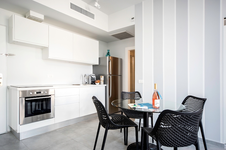 Full kitchen at Allenby Street