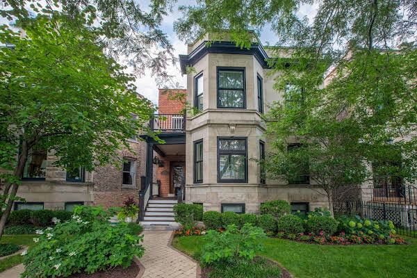 Chicago Guest House on Newport Avenue