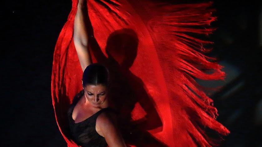 Sara Baras trae a Roquetas su espectáculo \'Sombras\'.