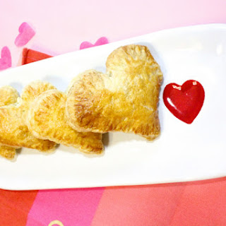 Adorable Valentine's Day Heart Empanadas (Pastelillos) Recipe!