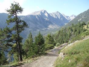 Photo: Primera vez, que vemos delante nuestro el valle de Peguera con la Pala d'Eixe (2.657m) y el Montanyó (2.779m)