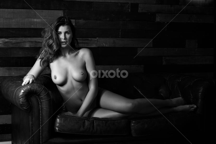 Olga Maria Kaminska © Rampix Photography by Riaan Www.rampix.co.uk - Black & White Portraits & People ( studio, rampix, saracen, model, photographer, wood background, canon )