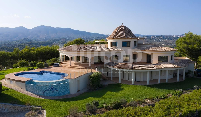 Maison avec piscine et terrasse Calp