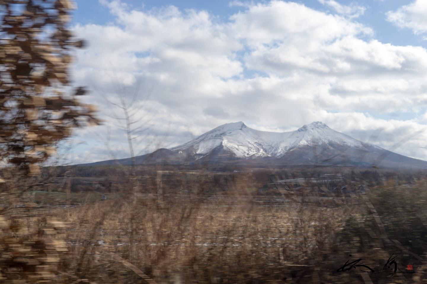 雪を被る山々