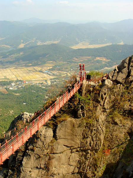 "Photo: Korea It is a mountain located in southern part of Korea and also has a national park by the same name. There is also a notable ""Cloud Bridge"", a small suspension bridge that spans two peaks. Can you name this mountain/national park?"