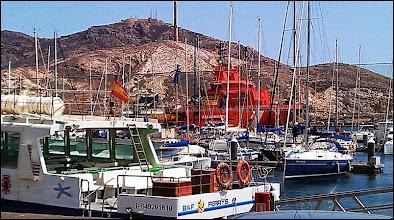 Photo: de ce côté du port, c'est la marine nationale.