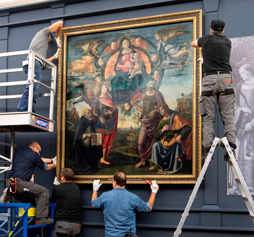 "Museum technicians installing the exhibition ""Florence and its painters"" in the Alte Pinakothek"