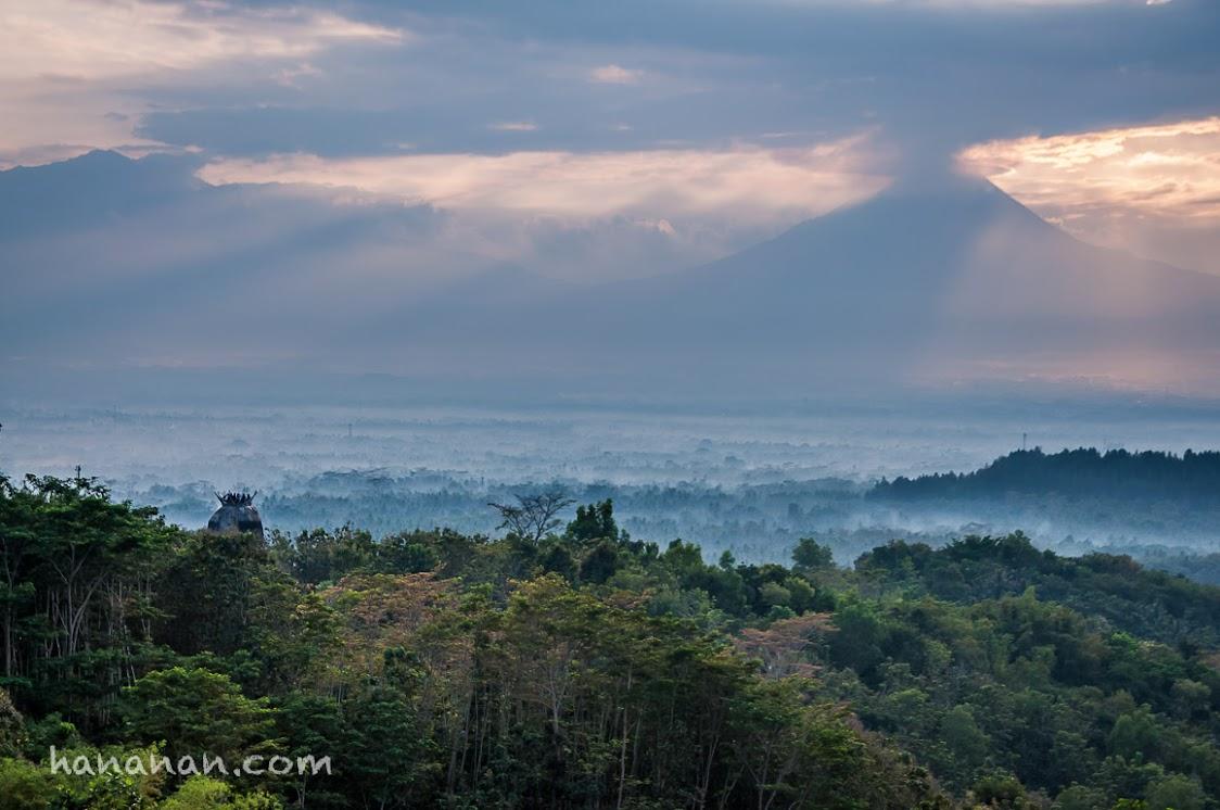 Ray of light above Mount Merapi, Magelang, Gereja Ayam, Bukit Rhema, Merbabu, Jawa Tengah