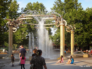 Photo: Downtown has a nice Riverfront Park, we'll explore a bit before dinner. At the Rotary Fountain, Anya remarked we should've bought swimsuits.