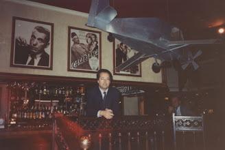 Photo: Amado Moreno en el hotel de Casablanca (Marruecos) donde se recrea el ambiente de la película del mismo nombre