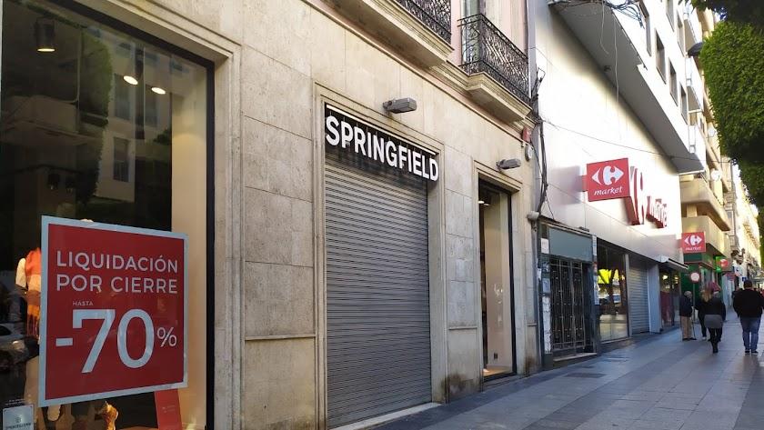 El local de Springfield en el Paseo de Almería cerró sus puertas el pasado marzo.