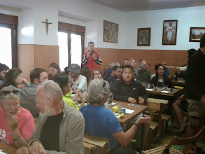 Photo: Repas en commun à l'alberge de Bercianos