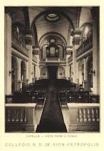 Photo: Interior da capela do Colégio Notre Dame de Sion. Coro e órgão. Foto sem data