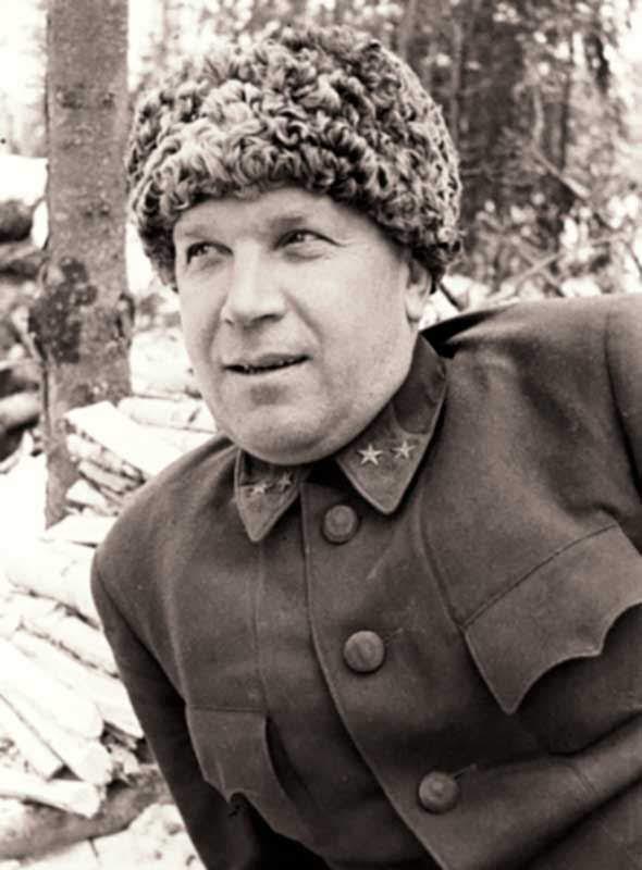Ревякин В.А. - командир 8-й гв. сд 16А