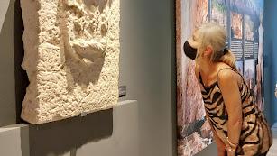 La consejera Patricia del Pozo ha inaugurado la exposición, que permanecerá abierta hasta el 3 de octubre.