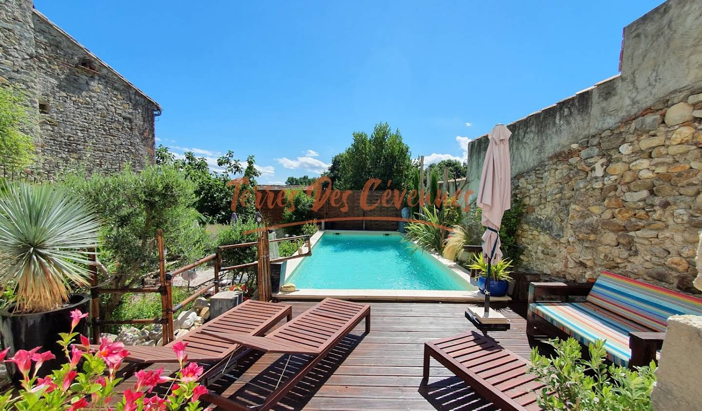Property with pool Anduze