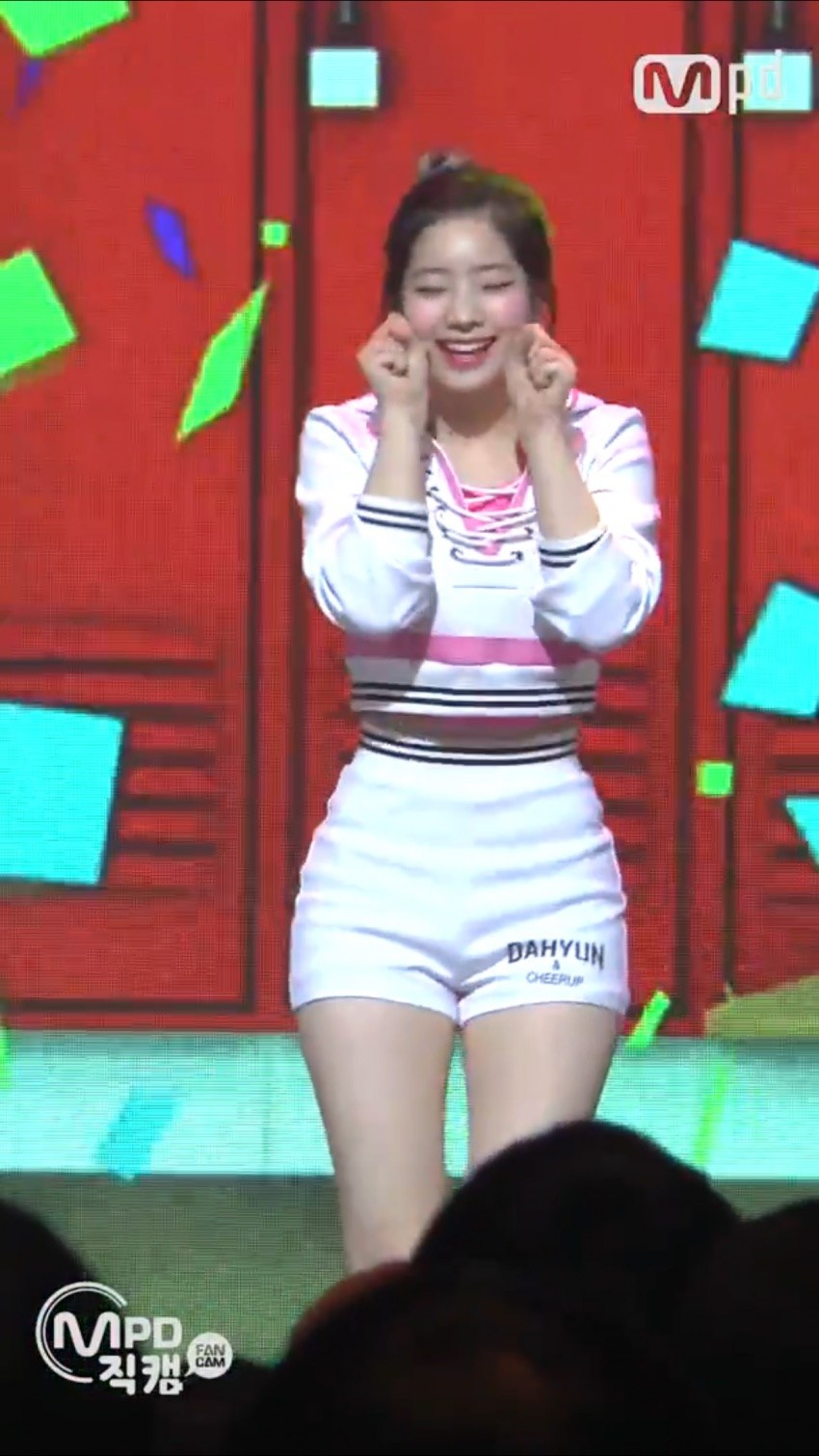 twice dahyun hip line 1