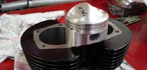 Préparation moto anglaise par Machines et Moteurs