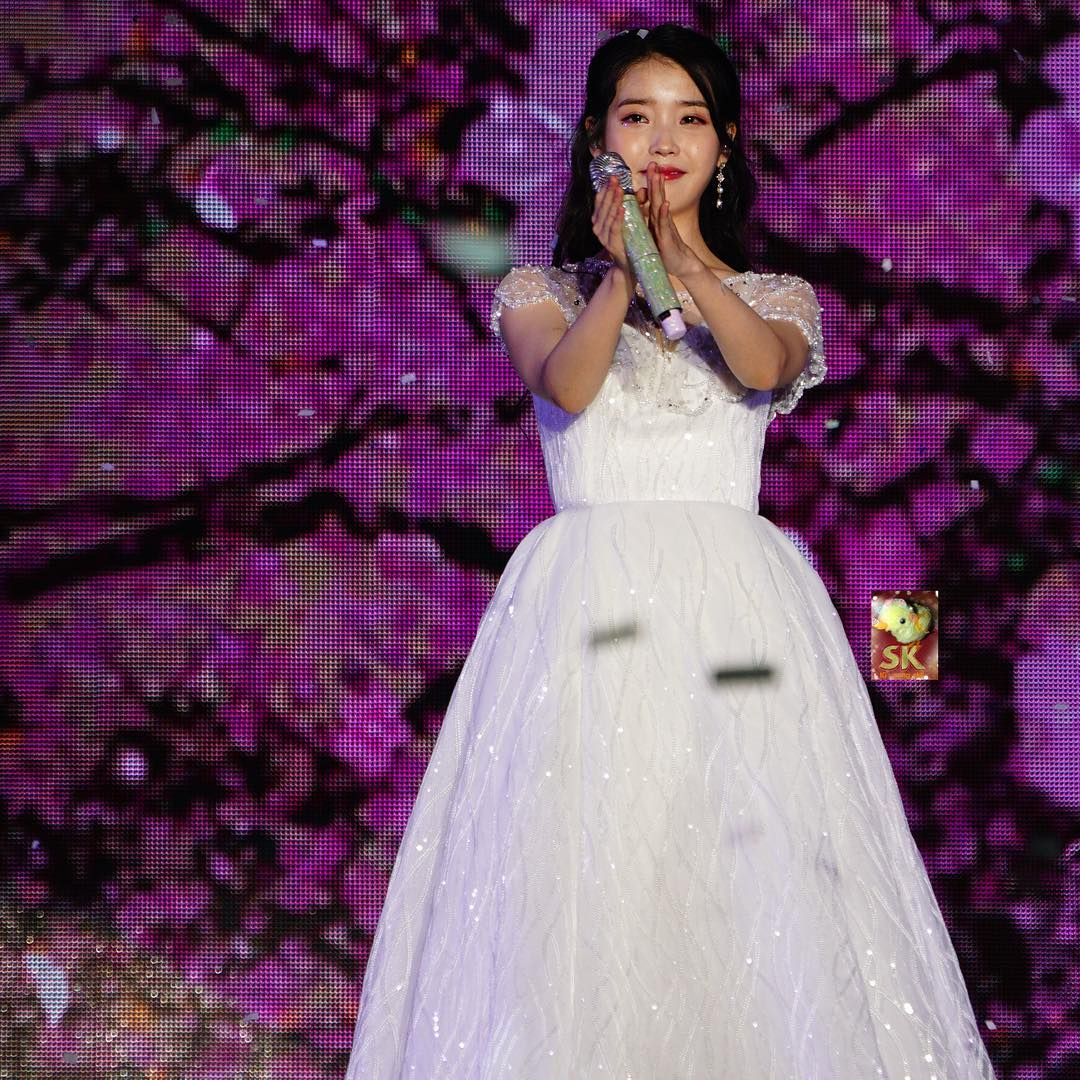 iuwhitegowns_10th anniversary concert 2018