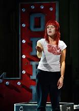 Photo: BURGTHEATER/ Kasino: DOSENFLEISCH von Ferdinand Schmalz. Premiere 18.9.2015. Inszenierung: Carina Riedl. Dorothee Hartinger. Copyright: Barbara Zeininger