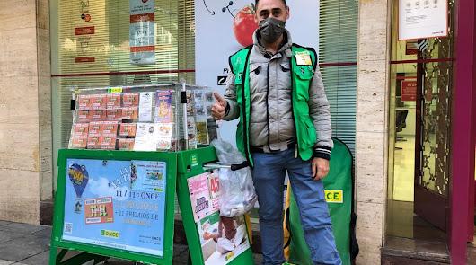 La ONCE reparte 350.000 euros en el Paseo de Almería