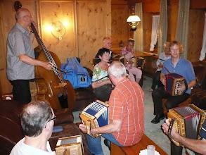 Photo: Musizieren am Abend im Stübli