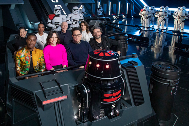 "Cast of ""Star Wars: The Rise of Skywalker"" Gets First-Look at New Disney Parks Star Wars Attraction (Reparto de ""Star Wars: The Rise of Skywalker"" recibe de primera opción con Nueva Disney Parques de atracción Star Wars)"