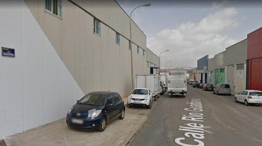 Otro accidente laboral: herido tras caerle encima palés en una fábrica de Viator