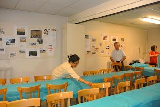 Photo: Jean Louis, médecin, mari de Dung nous a aidées efficacement, c'était lui qui disposait presque toutes les tables pour nous