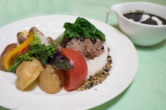 No.7 黒い野菜カレー & 黒いカツカレー:山森和樹のんまいもの