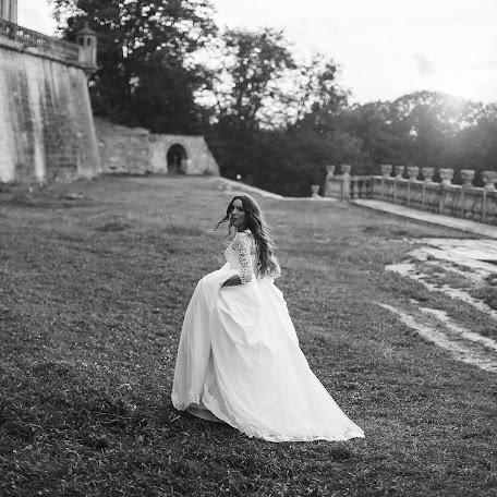 Wedding photographer Uliana Yarets (yaretsstudio). Photo of 16.12.2017