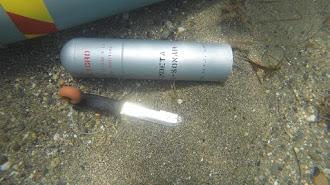 Bombeta anti sonar encontrada en la playa de Las Salinas, en Roquetas de Mar.