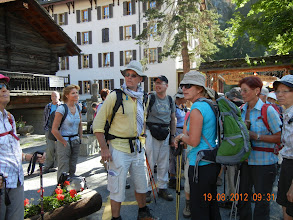 Photo: Notre guide est bien entouré