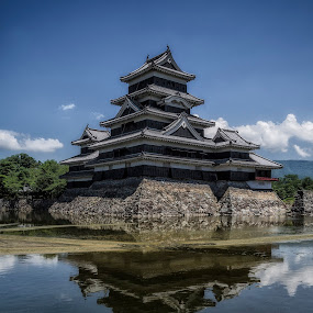 Matsumoto castle by Laurentzi Martinez Morilla - Buildings & Architecture Public & Historical ( water, mirror, reflection, tower, japan, castle, fortified, matsumoto, garyfonglandscapes, holiday photo contest, photocontest )
